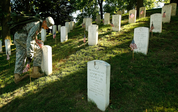 Arlington+Cemetery+Decorated+250+000+Flags+FloG7f1oqSAl